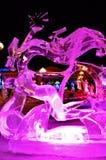 Scultura di ghiaccio di un drago Immagine Stock