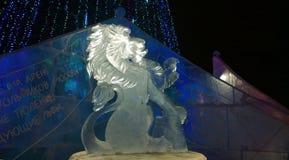 Scultura di ghiaccio di un leone immagine stock