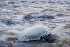 Scultura di ghiaccio nel fiume Fotografia Stock Libera da Diritti