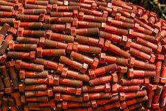 Scultura di grandi bulloni rossi Immagini Stock Libere da Diritti