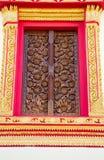 Scultura di legno decorata alle finestre del tempio Immagini Stock Libere da Diritti