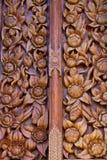 Scultura di legno decorata alle finestre del tempio Fotografie Stock Libere da Diritti