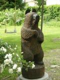 Scultura di legno di un orso Finlandia Fotografie Stock Libere da Diritti