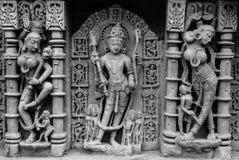 Scultura di Lord Vishnu al pozzo di punto di Patan immagine stock