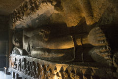 Scultura di menzogne di Buddha Fotografia Stock Libera da Diritti