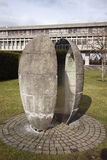 Scultura di pietra del baccello sulla città universitaria Fotografia Stock