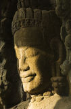 Scultura di Devata al sole, tempio di Prohm di tum, Cambogia fotografia stock