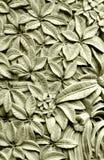 Scultura di pietra di stile di balinese, fiori di plumeria Fotografia Stock