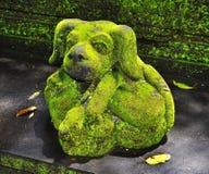 Scultura di pietra nella forma del cane Fotografia Stock
