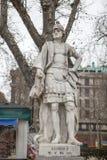 Scultura di re di Alonso II a Plaza de Oriente, Madrid, Spagna fotografie stock