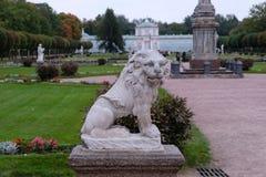 Scultura di un leone immagine stock