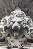 Scultura di un leone come simbolo di resistenza Immagini Stock