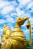 Scultura dorata del cigno Fotografie Stock Libere da Diritti