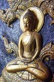Scultura dorata di signore Buddha di meditazione Immagini Stock Libere da Diritti