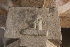Scultura femminile della colonna del fronte triste del tempio di Hampi Vittala Immagine Stock Libera da Diritti