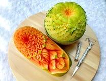 Scultura originale tailandese creativa della frutta del melone e della papaia bella Fotografia Stock