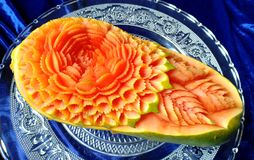 Scultura originale tailandese creativa della frutta della papaia bella Fotografie Stock Libere da Diritti