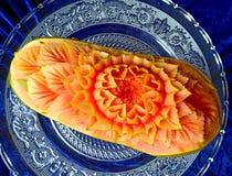 Scultura originale tailandese creativa della frutta della papaia bella Fotografie Stock