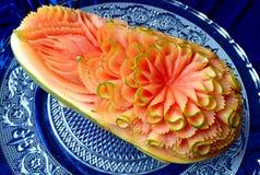 Scultura originale tailandese creativa della frutta della papaia bella Immagine Stock Libera da Diritti