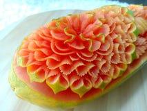 Scultura originale tailandese creativa della frutta della papaia bella Fotografia Stock