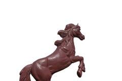 Scultura rossa del cavallo isolata su fondo bianco Fotografia Stock Libera da Diritti