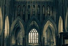 Scultura sopra l'altar maggiore nella cattedrale BW di pozzi Fotografia Stock
