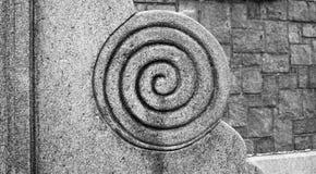 Scultura a spirale della pietra del cerchio dell'elemento di architettura Fotografia Stock