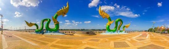 Scultura stupefacente del Naga alla riva del fiume del Mekong Fotografia Stock