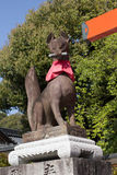 Sculture αλεπούδων στη λάρνακα Fushimi Inari Taisha στοκ εικόνα με δικαίωμα ελεύθερης χρήσης