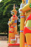Sculture γιγάντων στο ναό, Kalasin, Ταϊλάνδη στοκ εικόνες