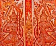 Sculture ai portelli tailandesi del tempiale Fotografia Stock Libera da Diritti