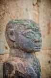Sculture antiche del feticcio di voodoo utilizzate in questa credenza africana tradizionale dal sacerdote locale del feticcio immagini stock libere da diritti