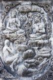 Sculture buddisti di storia sulle pareti del tempio Immagine Stock Libera da Diritti