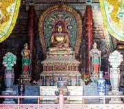 Sculture colorate di intaglio del legno di Mahavira Hall (Corridoio di cerimonia) del tempio di Up-Huayan Fotografie Stock