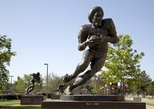 Sculture da estrela de futebol na universidade de Oklahoma imagem de stock royalty free