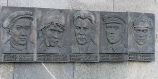 Sculture degli eroi in kremlin, Kazan, Federazione Russa Immagini Stock