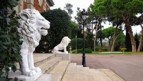 Sculture del leone nel parco di Montjuic Immagini Stock