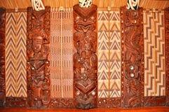 Sculture della parete ad una casa di riunione maori Immagine Stock Libera da Diritti