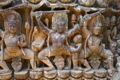 Sculture di bassorilievo dei guardiani umani o demonici di Dvarapalas, del tempio, armati generalmente con le lance ed i club La  immagine stock libera da diritti