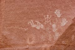 Sculture ed arte antica sulle pareti di canyon Immagine Stock