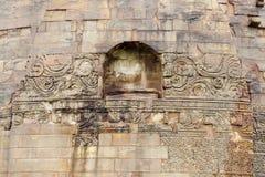 Sculture floreali e geometriche su Dhamekh Stupa Immagine Stock Libera da Diritti