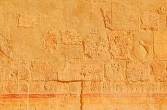 Sculture geroglifiche sulle pareti esterne Fotografie Stock