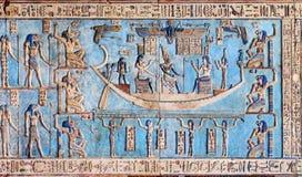 Sculture geroglifiche in tempio egiziano antico Immagine Stock