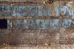 Sculture geroglifiche in tempio egiziano antico Fotografie Stock Libere da Diritti