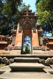 Sculture incurvato Pura Tirta Umple Temple dell'entrata a Bali fotografie stock