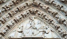 Sculture su fasade del Notre Dame Fotografia Stock