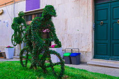 Sculture verdi nel giardino fotografia stock libera da diritti