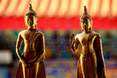2 scultures de Bouddha de golder Photos stock