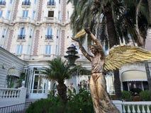 Scumpture i hotellet Carlton Intercontinental i Cannes, Frankrike royaltyfria bilder