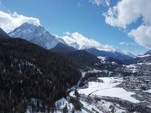 Scuol - lugar que sorprende en la tierra - recepci?n en Suiza fotografía de archivo libre de regalías
